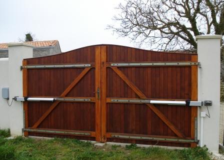 Galerie photos portails battants domestiques - Porte de garage deux battants ...